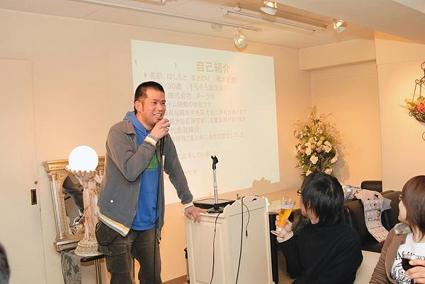 写真:『愛について』をプレゼンするヌーラボ橋本さん