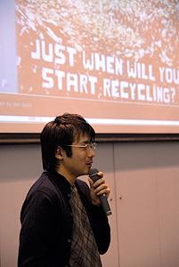 写真:CSS Nite in Osaka 2006で講演する長谷川恭久さん