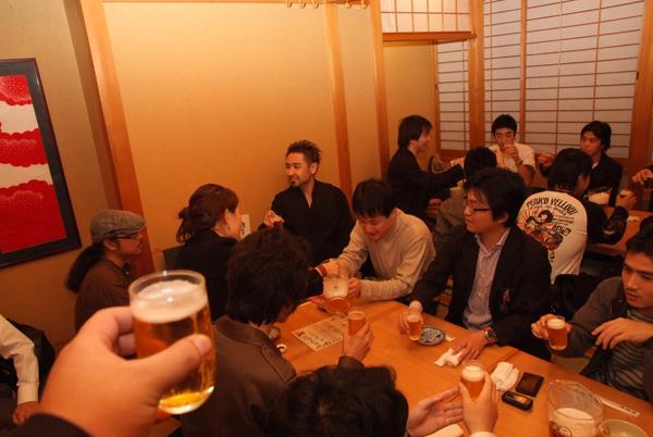 写真:会場近くの贔屓屋にてアフターパーティを開催。